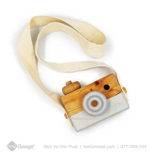 Cho thuê máy ảnh gỗ trang trí chụp ảnh trẻ em